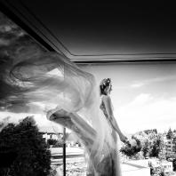 Nevěsta Šárka v haute couture pronoviaskách (Atelier Pronovias)