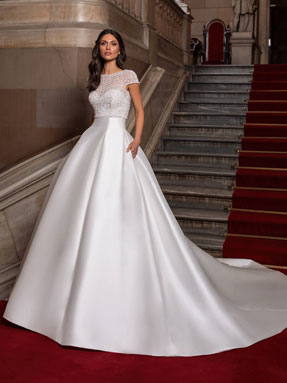 WEDDING DRESSES Pronovias Close 2021