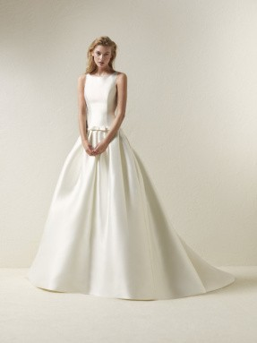 WEDDING DRESS 2019 Pronovias Dradine