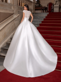 WEDDING DRESSES Pronovias Close 2021