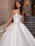 Svatební šaty Pronovias Close 2021