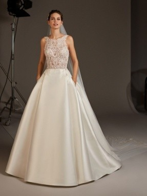 WEDDING DRESS 2020 Pronovias Virgo