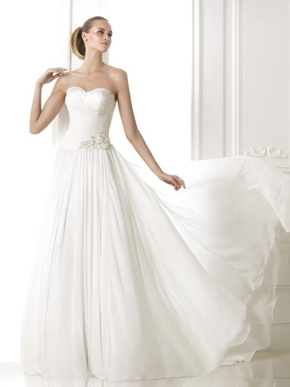 Svatební šaty Pronovias Beluci 2015